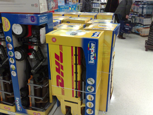 When I was shopping for presents to my niece and nephew I saw this DHL car toy that I thought was intersting to share.