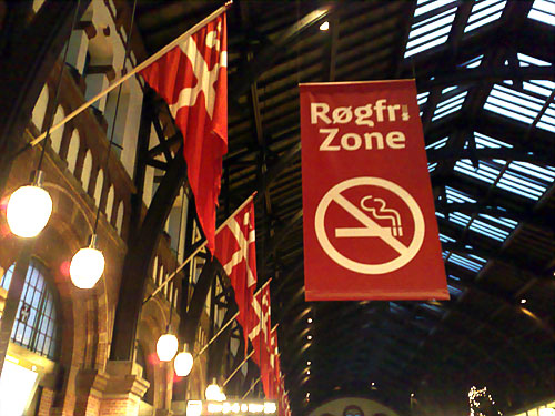 I am so glad, I am so glad that the central station is a no-smokking area now. Honestly, I think it was too much when people would smoke inside the building. But now it is prohibbited.